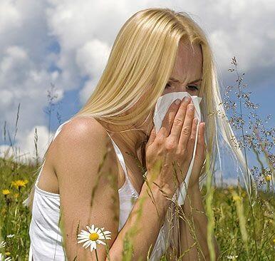 Лечить аллергический насморк при беременности очень сложно