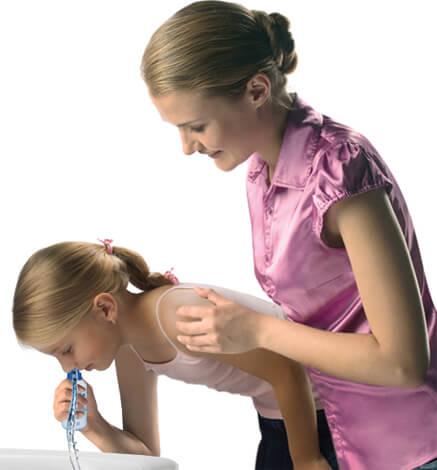 Промывание носа ребенку соляным раствором