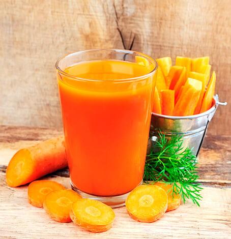 Стакан морковного сока