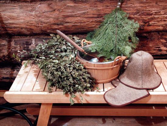 Ведро, шапки и веники для бани