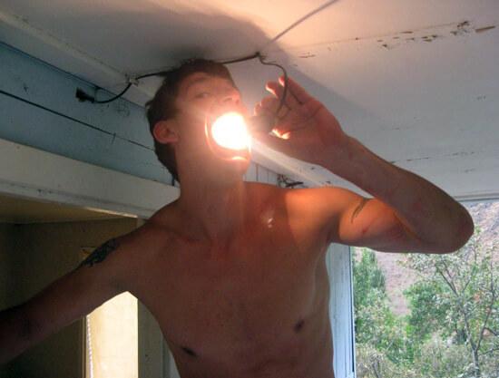 Опасный способ прогревания горла