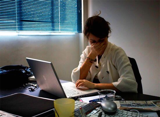 Если насморк связан с банальной ОРВИ, то избавиться от него за сутки не получится, но можно просто и быстро избавиться от его симптомов...