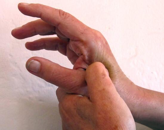 Точечный массаж руки от насморка
