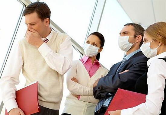 Больной с ангиной на работе