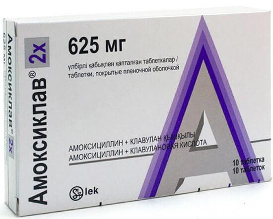 С наибольшей вероятностью для лечения бактериальной ангины пропишут препарат на основе амоксициллина.