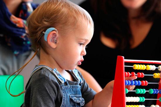 Отказ от антибиотиков при ангине может привести к среднему отиту, а затем - к прогрессирующей тугоухости и даже полной глухоте ребенка. Подумайте, стоит ли оно того...