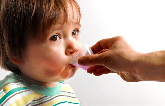 Детям при вирусной ангине требуются обезболивающие, жаропонижающие, иногда - спазмолитические препараты.