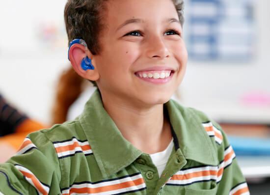 В некоторых случаях потеря слуха у ребенка или взрослого - следствие нелеченной гнойной ангины.