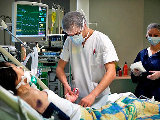 Самые опасные осложнения гнойной ангины - сепсис и стрептококковый шок.