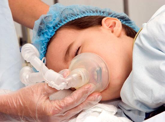 Если пытаться вылечить ангину без антибиотиков и только с помощью раствора Люголя, вполне можно доиграться до развития пороков сердца и повреждения почек.