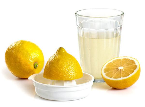 Мнение о том, что лимонный сок позволяет подавлять инфекцию в миндалинах, являются мифом.