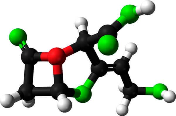 Своеобразный четырехугольник слева - лактамное кольцо, расщепляя которое бактерии нейтрализуют действие амоксициллина.