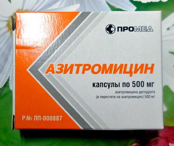 Азитромицин - один из основных антибиотиков для лечения гнойной ангины.