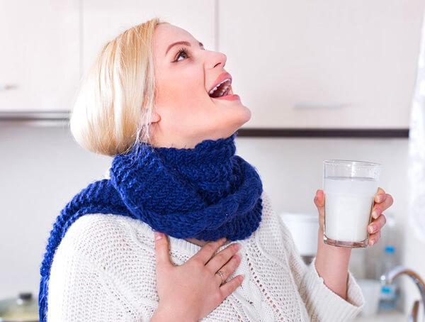 Проглатывать раствор для полоскания горла нельзя!