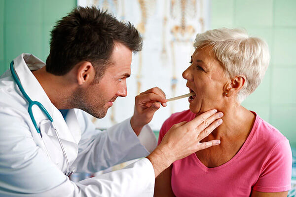 Задержка с началом лечения ангины на 1-2 дня не грозит больному осложнениями.