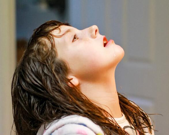 Полоскания - способ облегчить боли в горле. Соответственно, полоскать горло нужно, пока оно болит.
