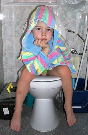 Для детей сильные поносы могут быть опасны обезвоживанием организма.