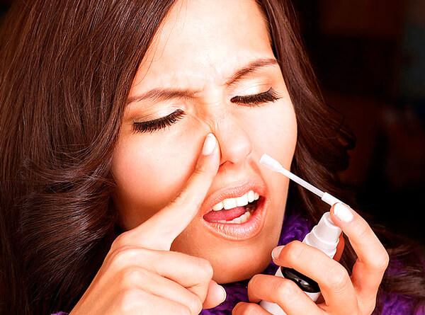 Средства от насморка - это лишь препараты для экстренной помощи. При постоянном применении они могут стать причиной хронического атрофического процесса.