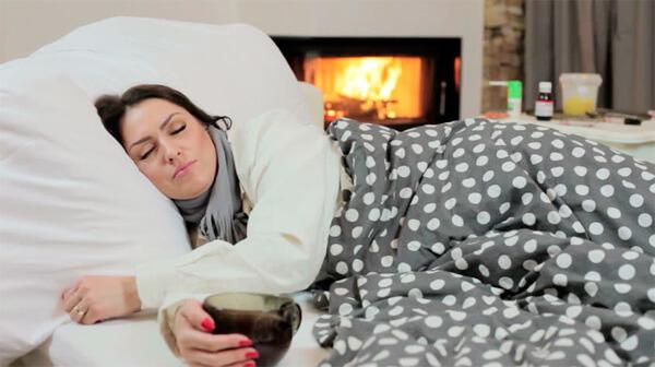 Чем больше больная будет отдыхать в первые дни болезни, тем скорее нормализуется её состояние.