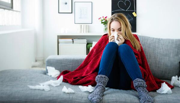 Ринит беременных может начинаться на ранних сроках, когда уже происходят гормональные изменения в организме.