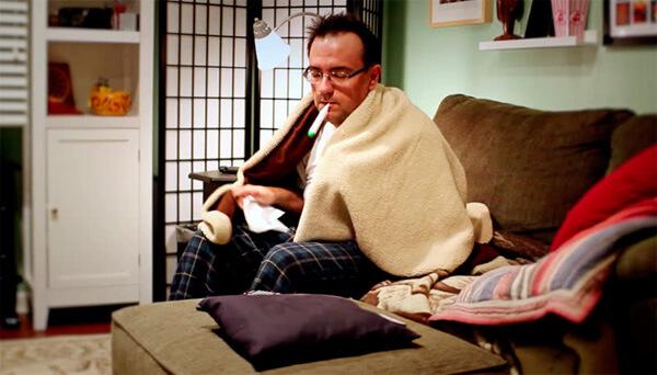 Чем теплее и застойнее воздух в помещении, где находится больной, тем скорее от него заразятся все родственники.