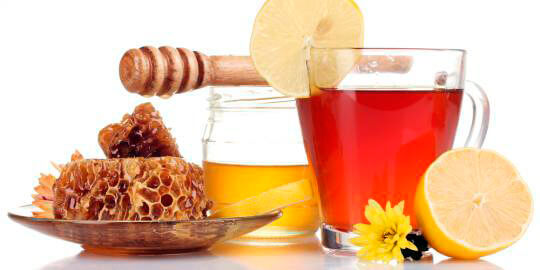 Мед, чай, лечебные травы, лимон - все эти средства могут лишь немного облегчить состояние больного, но на инфекцию при ангине они не повлияют.