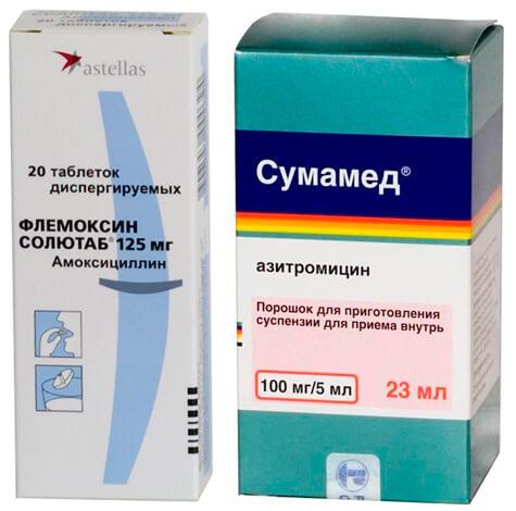 При прочих равных условиях при ангине назначают Флемоксин. Сумамед используется, когда Флемоксин по какой-то причине противопоказан.