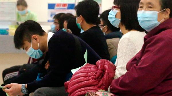 По-хорошему, повязки в эпидемиологическом сезоне должны носить все, кто общался с больным человеком.