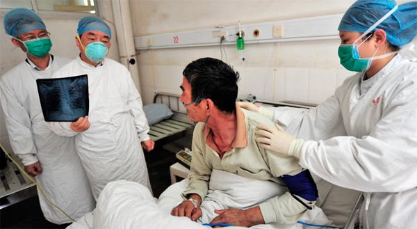 Большинство больных птичьим гриппом принадлежат к самой бедной прослойке населения.