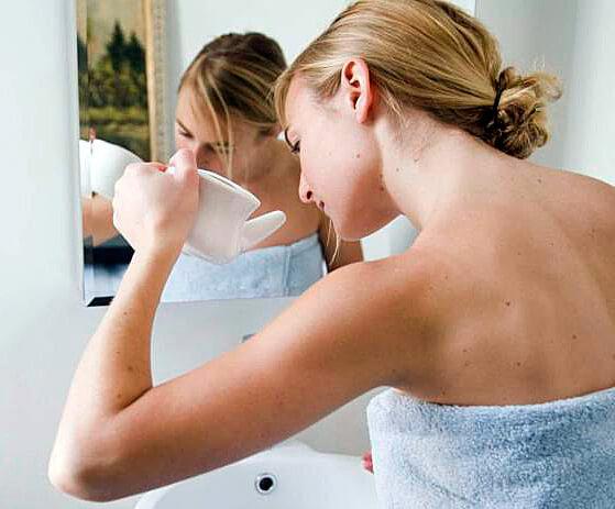 Йоги проводят промывание носа ежедневно для профилактики аллергии и вирусных заболеваний.