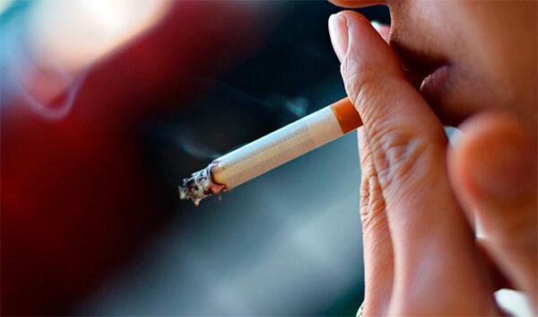 Курение при ангине не скажется радикально на течении болезни, но может замедлить выздоровление и ухудшить общее состояние больного.