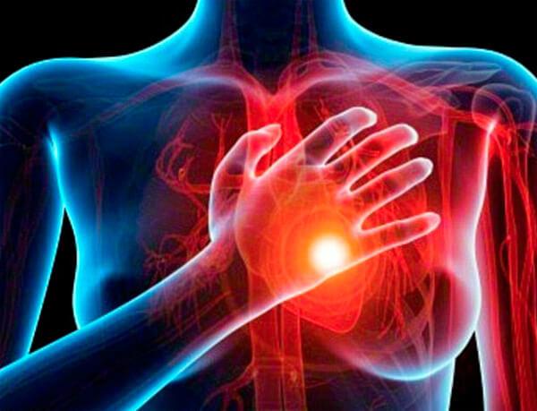 Боли в сердце, развивающиеся ещё при протекании ангины, не так опасны, как ревматизм, появляющийся через 2-3 недели после болезни.