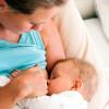Как правильно применять антибиотики для кормящих мам при ангине?