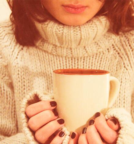 Горячий чай при насморке