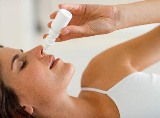 Сосудосуживающие спреи от насморка для лечения не годятся