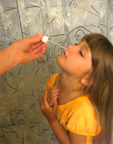 Закапывание носа соляным раствором от насморка