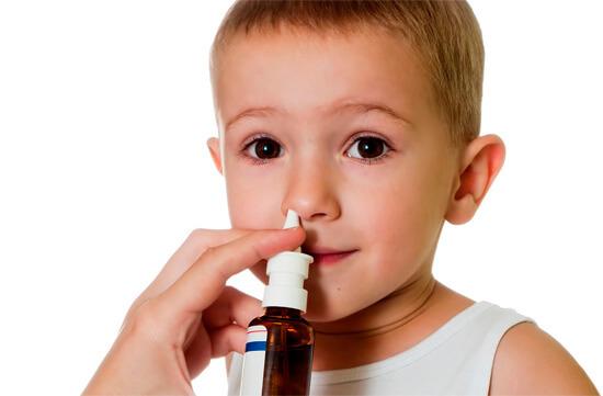 Увлажнение физраствором слизистой оболочки носа