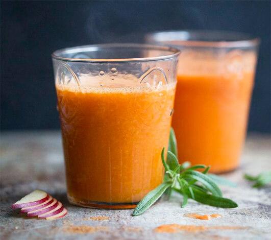 Морковный сок для борьбы с насморком