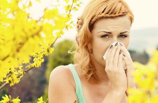 Аллергический насморк требует специальных растворов