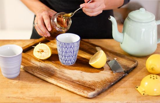 Приготовление чая с мёдом и лимоном