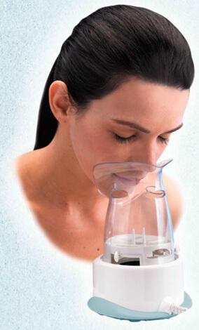 Паровая ингаляция позволяет увлажнить пересохшую слизистую носа. Разберемся поможет ли это при насморке...