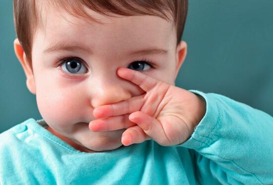 Не нужно увлажнять нос ребенка, если у него и без того текут сопли!