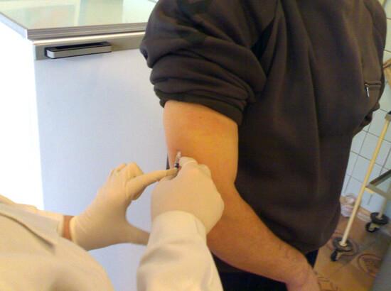 В основе специфической иммунотерапии лежит введение в организм больного индивидуально подобранной вакцины с постепенным повышением ее концентрации.