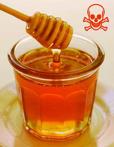 Мед, закапанный в нос в время ринита, может вызвать осложнения, но никак не поможет лечению.