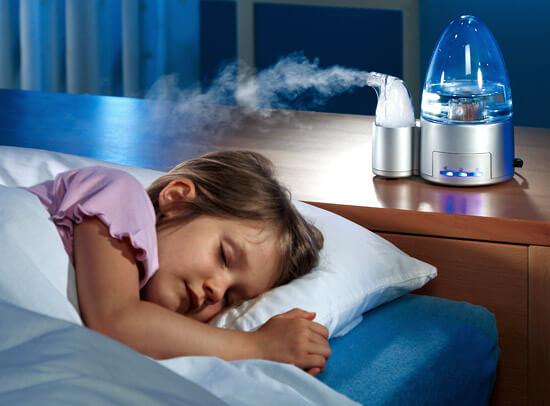 Увлажнители воздуха способны поддерживать влажность в помещении, что блапроприятно для кожи и слизистых оболочек.