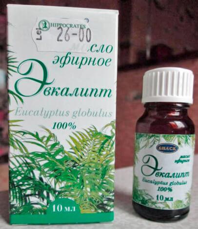 Эвкалиптовое масло применяется как дополнительный препарат при лечении заложенности носа.