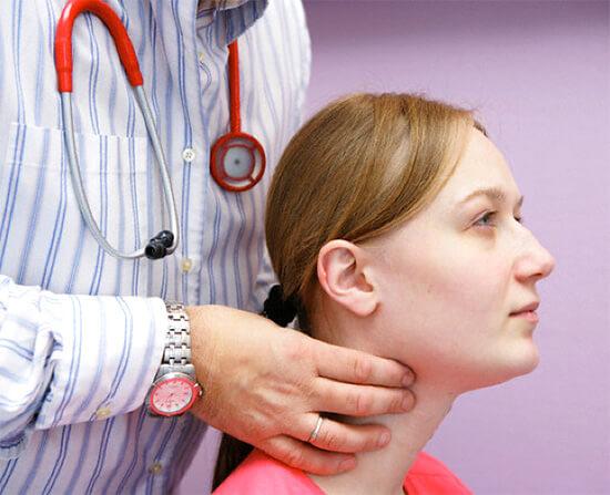 При вазомоторном рините понадобится системная гормональная терапия.