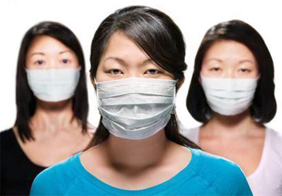 Временно защитить органы дыхания можно с помощью барьерных средств.