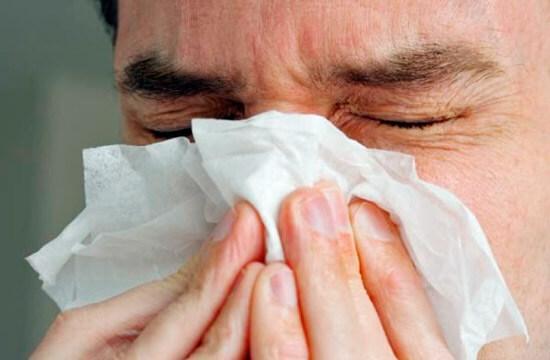 Хронический насморк, несмотря на его кажущуюся безобидность, необходимо обязательно лечить...