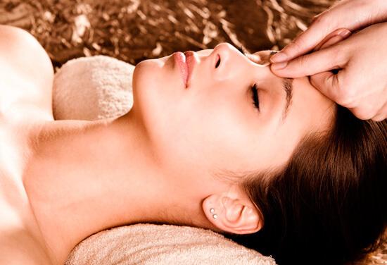 Разбираемся с нюансами проведения точечного массажа для устранения насморка...